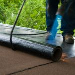 Beginnende schades laten voorkomen door een dakdekker